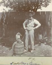 Nicaragua, Homme avec un ours laveur, ca.1898, Vintage citrate print Vintage cit