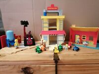 BOB THE BUILDER BUNDLE - Pop Up Building - Surf shack - Benny & lots of figures.