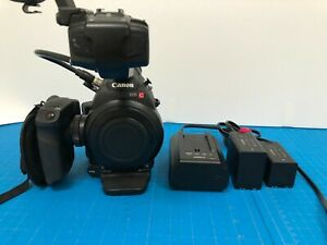 Canon C100 Mark 1 - 2 Batteries and charger