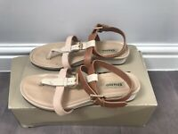 LADIES 'DUNE' BEIGE / TAN LEATHER TOE POST SANDALS. SIZE UK 4. BOXED. GOOD COND.