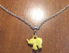 collier chaine argenté 47 cm avec pendentif éléphant jaune 18x20 mm