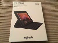 Logitech Slim Folio Case, integrierte Bluetooth Tastatur iPad 5./6. Gen. QWERTZ