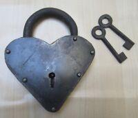 CAST IRON PADLOCK  working Vintage Rustic old Pirate treasure Chest trunk Door