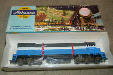 HO scale Athearn  Great Northern  RR  U33c Locomotive NEW in box  Rare 2538