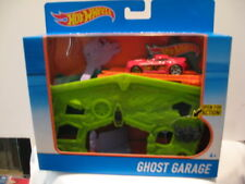 HOT WHEELS GHOST GARAGE PLAYSET / INCLUDES ONE CAR