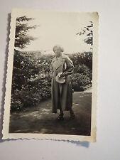 Breslau - Jahrhunderthalle im Juli 1935 - Schöngärten ? - schöne Frau / Foto