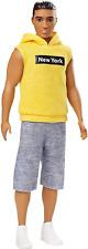 Muñeca Barbie GDV14 Ken fashionistas con Nueva York Sudadera Con Capucha