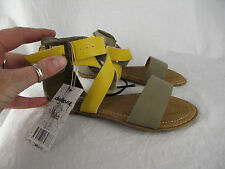 BNWT Older Girls Sz 4 Mustard & Latte Rivers Doghouse Strappy Buckle Sandals