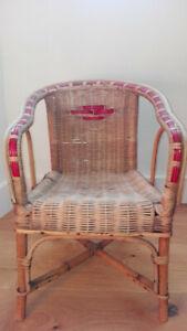 Ancien fauteuil chaise siège pour enfant vintage années 60 en osier rotin courbé