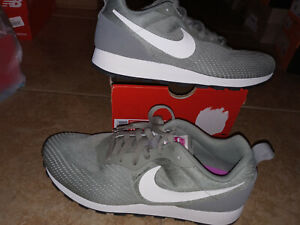 NEW $75 Womens Nike MD Runner 2Eng Mesh Shoes, size 10