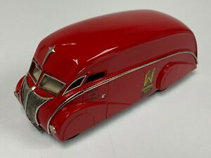 1/50 Brooklin Model of Commer Holland Coachcraft Van in Red from 1933 J2-044