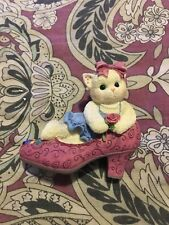 """Calico Kittens """" It's Not Easy To Fill Your Shoes"""" Enesco (1997) Figurine"""