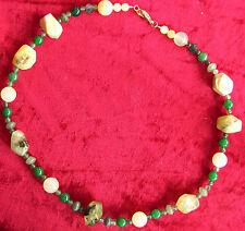 Jade-Collier aus verschiedenfarbiger Jade mit Silberschloss (925er) vergoldet