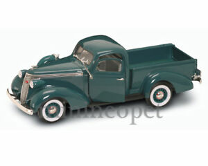 ROAD SIGNATURE 92458 1937 STUDEBAKER COUPE EXPRESS PICK UP TRUCK 1/18 GREEN
