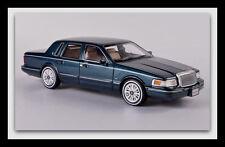 wonderful modelcar LINCOLN Town Car  1997 - darkgreen metallic - scale 1/43