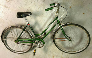Schwinn Breeze 3 speed step thru, chrome fenders.
