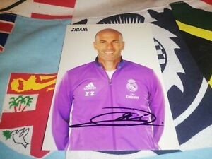 Zinedine Zidane hand signed Real Madrid autograph card very rare