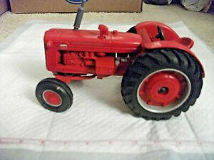1/16 ERTL International 600 diesel wide front tractor; no box