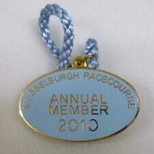 Nouvelle annonce Musselburgh Racecourse annuel membre 2010 émail insigne avec cordon Horse Racing