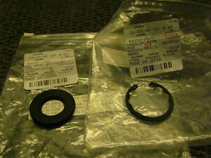 Kawasaki EN450 EN500 1985-2009 Oil Seal and Circlip Front Wheel OEM NOS EN 450