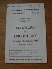 18/01/1969 Brentford V Lincoln City (adhésif marque en coin). Aucune évidence faute