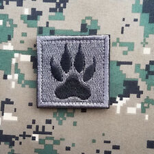 WOLF TRACKER PAW USA ARMY MILITARY MORALE TACTICAL SWAT HOOK PATCH GRAY DARK