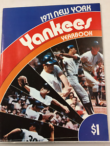 NY Yankees 1971 Yearbook  VG ( MUNSON MURCER WHITE ERA) PLUS (13) FREE CARDS