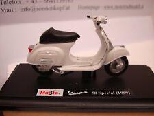 Vespa 50 Special 1969 White Maisto 1:18 Boxed