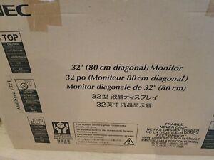 NEC MultiSync V323 Monitor