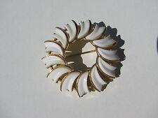 VINTAGE RETRO SIGNED CROWN TRIFARI WHITE PLASTIC SWIRL SHAPES OPEN CIRCLE BROOCH