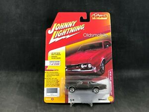 Johnny Lightning Classic Gold 1967 Oldsmobile 442 W-30 Version A