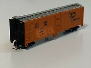 Atlas N scale UP 50' Pacific Fruit Express PFE Reefer with MTL trucks couplers.