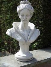 buste d une élégante en pierre patinée , statue d une tête de femme en pierre
