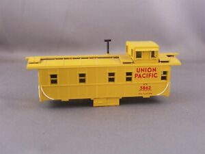 Athearn Parts - Union Pacific - Cupola Caboose Body Shell #3862