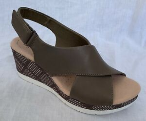 BNIB Clarks Ladies Cammy Pearl Olive Leather Wedged Sandals