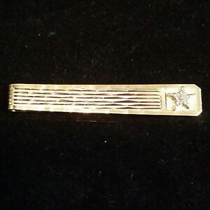 1980s 14k Solid  Diamond-cut Surface Accents A diamond Star Men's Tie Clasp Bar