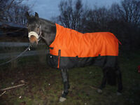 *1200 D. OUTDOORDECKE+HIGHNECK Fleecefutter 145 cm Orange-Schwarz