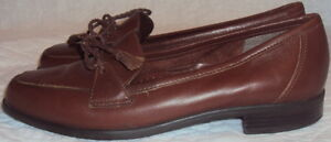 NATURALIZER, LADIES BROWN BRAZILIAN LEATHER SLIPPER, SIZE 7 N, 3 3/8 IN. WIDE