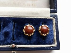 VINTAGE ELEGANT YEW WOOD BUTTON CABOCHON GOLD TONE EARRINGS