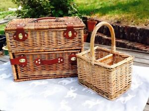 GORGEOUS LUXURY FOUR PERSON GREEN TWEED DRAWER HAMPER WITH FREE BOTTLE CARRIER