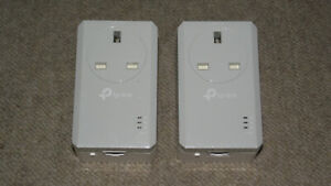 TP-Link TL-PA4010P KIT AV600 600Mbps Passthrough Powerline Adapters
