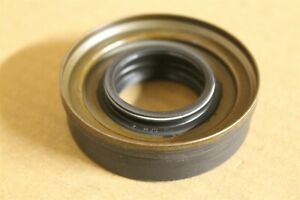1538792 Diff seal New genuine Ford part