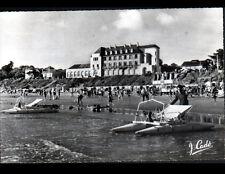 SAINT-BREVIN (44) VILLAS , CASINO , PEDALO à la PLAGE animée en 1961
