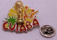 Pin / Anstecker + Fußball FIFA Weltmeisterschaft 2014 Brasilien + Cuiaba (76)