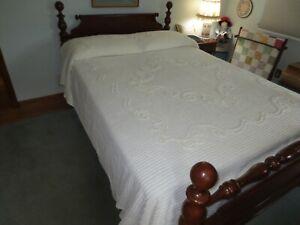 "Vintage OFF-WHITE SWIRL DESIGN Cotton CHENILLE Fringed BEDSPREAD - 88"" x 104"""