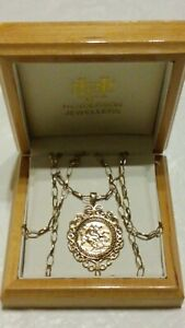 """9ct Yellow Gold St George & The Dragon Scroll Pendant & 24"""" Chain Necklace BOXED"""