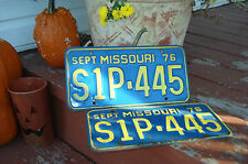 1976 MISSOURI S1P-445 VINTAGE SHOW ME STATE TRUCK / CAR LICENSE PLATE PAIR
