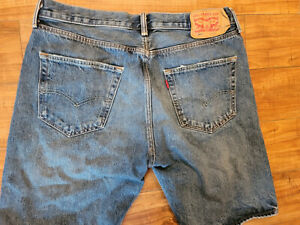 Men's 36 Levi's 501 denim shorts: classic fit, button fly ~ medium wash, nice!