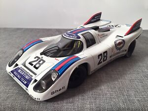 Porsche 917 MARTINI RACING TEAM von Universal Hobbies in 1:18