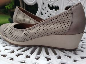 NATURALIZER 'Banner' Taupe Leather Low Wedges SIZE 8 W - NEAR NEW